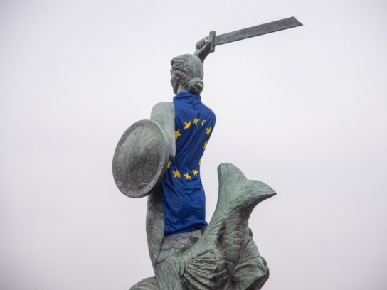 Warszawa udekorowany pomnik